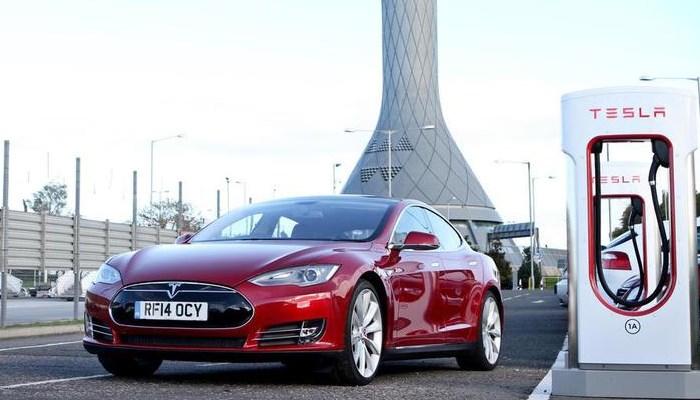 За океаном продажи Tesla бьют рекорды, но в России эта машина пока еще мало известна. | Фото: autonews.ua.