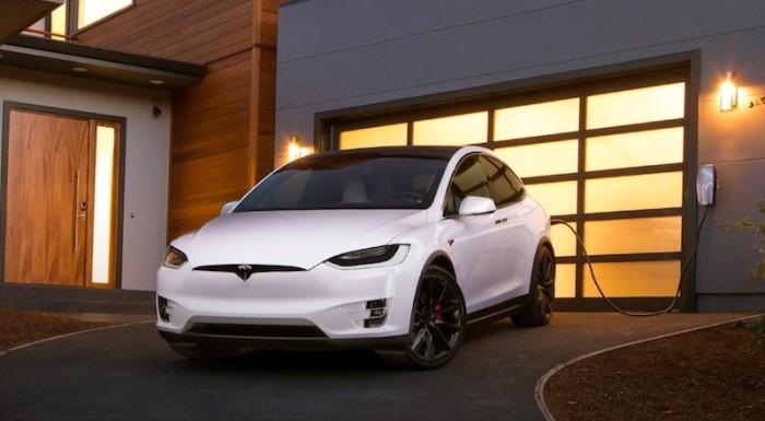 Tesla Model X 2016 года - лучше подождать.