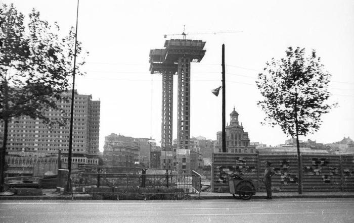 Башни Колумба: начало строительства. | Фото: amusingplanet.com.