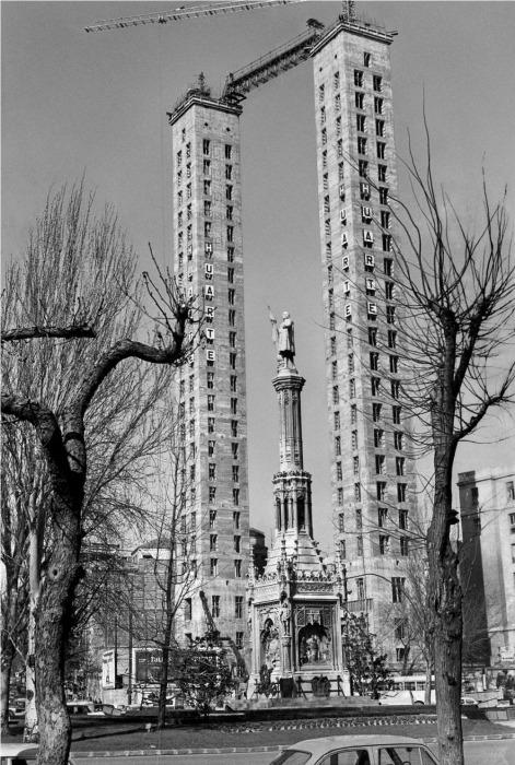 Возведение Башен Колумба: Уже есть силовые колонны, но нет квартир. | Фото: amusingplanet.com.