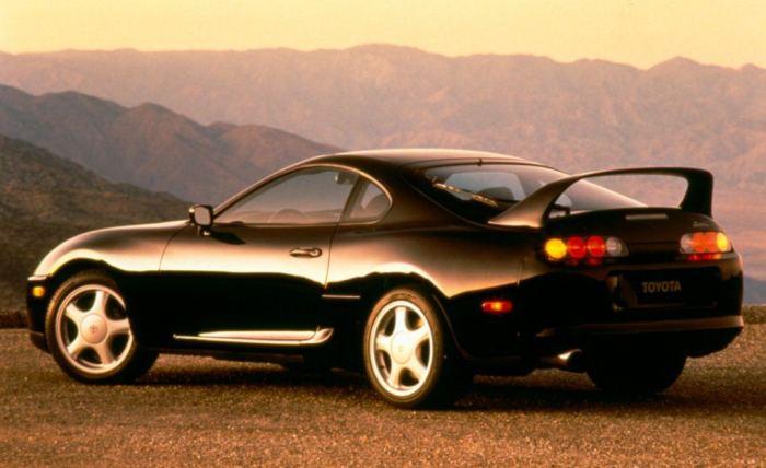 Японский спортивный автомобиль Toyota Supra Turbo четвертого поколения. | Фото: cheatsheet.com.