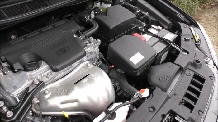 Поперечное расположение атмосферного 4-цилиндрового мотора на Toyota Camry. | Фото: youtube.com.