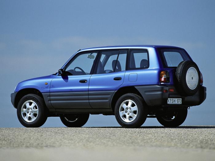 Японский кроссовер Toyota RAV4 первого поколения выпускался с 1994 по 2003 год. | Фото: auto-database.com.