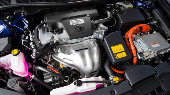 Гибридная силовая установка Toyota Camry Hybrid. | Фото: autoweek.com.