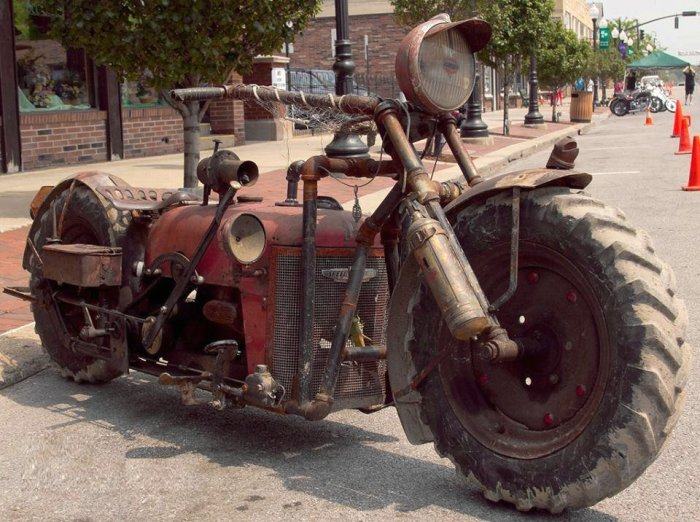 Железный монстр, собранный на ферме из старых запчастей. | Фото: popmech.ru.