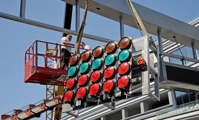 Светофор, который устанавливают на гоночной трассе в Сочи. | Фото: yaplakal.com.