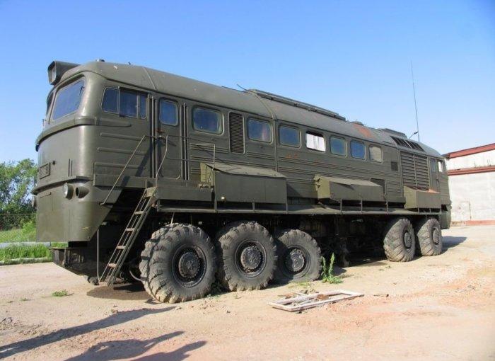 Тепловоз ДМ62-1727 на автомобильных колесах. | Фото: masterok.livejournal.com.