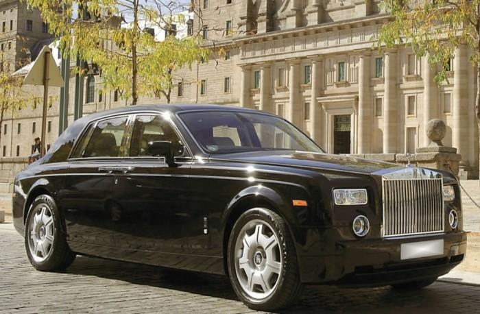 Rolls-Royce Phantom – британский автомобиль класса люкс.