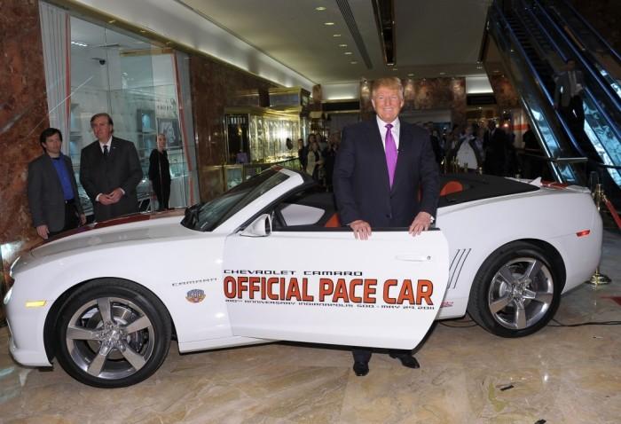 Дональд Трамп и Chevrolet Camaro Indianapolis 500 Pace Car, на котором он так и не проехался.