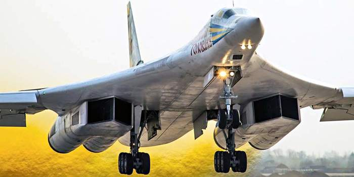 Взлет стратегического бомбардировщика-ракетоносца Ту-160.   Фото: warhead.su.