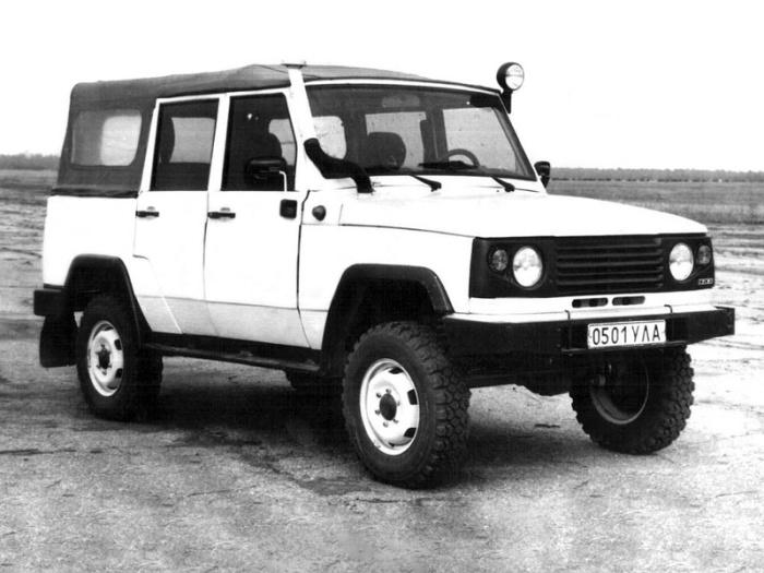 Опытный УАЗ-3172 1991 года напоминает один известный японский внедорожник. | Фото: autowp.ru.