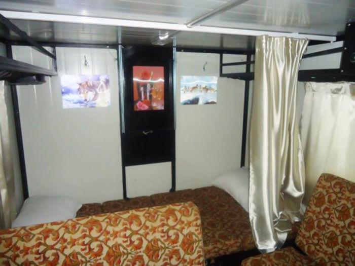 Уютное жилое помещение внутри ульяновской «буханки». | Фото: carakoom.com.