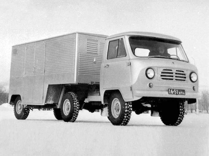 Опытный седельный тягач УАЗ-452П с полуприцепом. | Фото: autowp.ru.