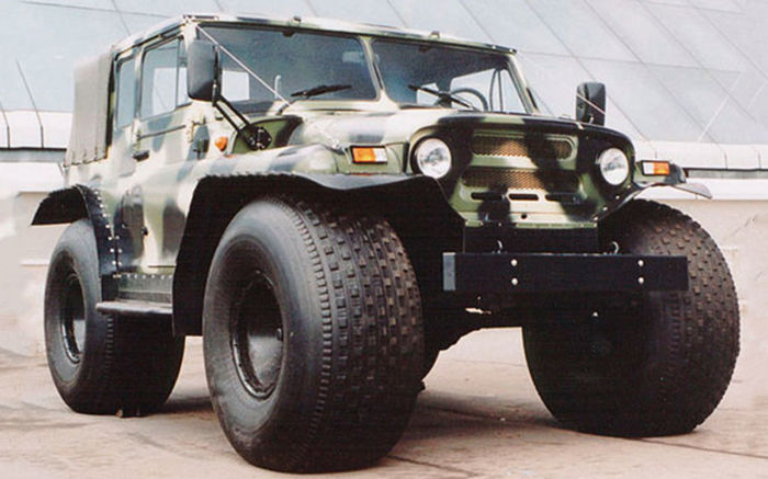 УАЗ Скорпион-3 на колесах низкого давления размерностью 1300х600х533 мм. | Фото: zr.ru.