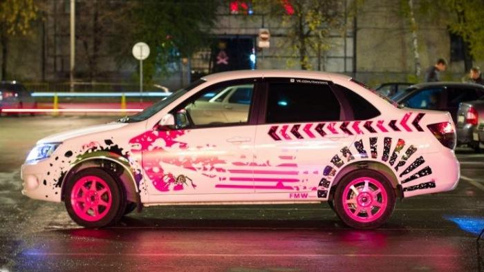 Розовый – не лучший цвет для «мужского» автомобиля.
