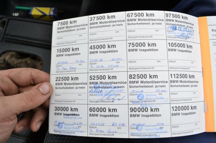 Сервисная книжка автомобиля BMW. | Фото: drive2.ru.
