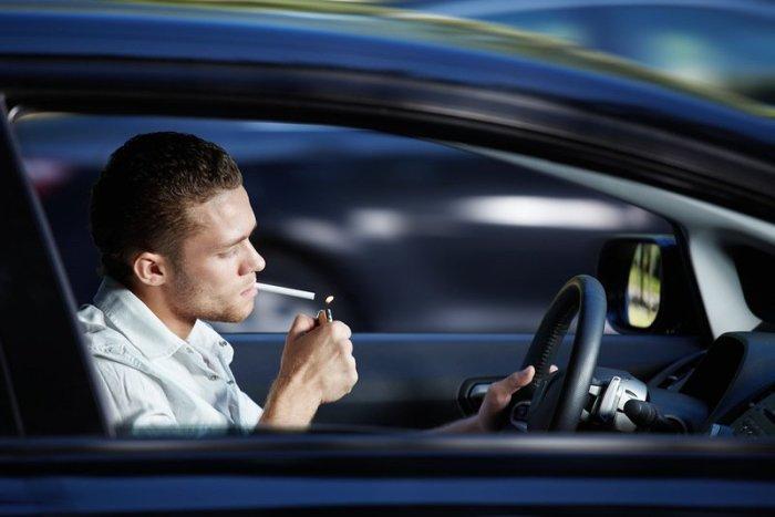 Курение в салоне – это «минус» к цене машины. | Фото: sanekua.ru.