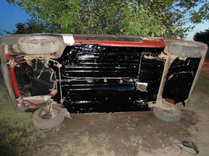 Если «мовилем» обработано только днище, то машине повезло с хозяином. | Фото: drive2.ru.