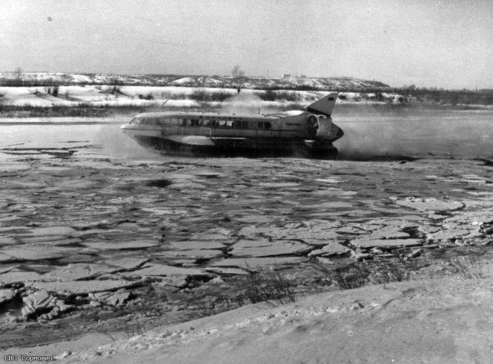 Изначально предполагалось, что «Сормович» будет всепогодным транспортом, но зимняя Волга оказалась судну «не по зубам». | Фото: doroshenko-us.livejournal.com.