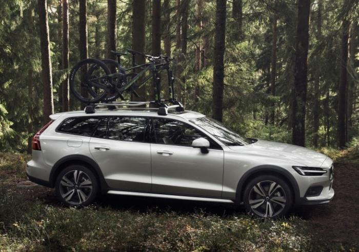 Новый Volvo V60 Cross Country находится на стыке классов легковых машин и внедорожников.   Фото: i-love-mycar.com.
