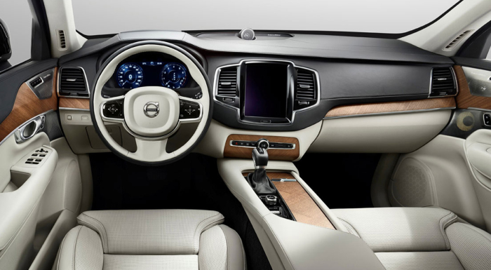 Салон Volvo XC90 – вице-автомобиля года в Европе.