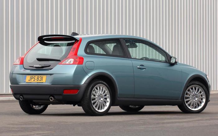 Компактный хэтчбек Volvo C30 выпускался с 2006 по 2013 гг. | Фото: autocar.co.uk.