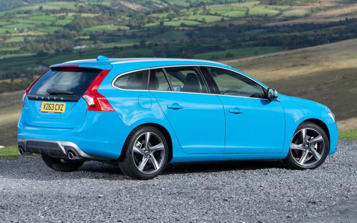 Среднеразмерный универсал Volvo V60 2010 года буквально напичкан опциями безопасности. | Фото: autocar.co.uk.