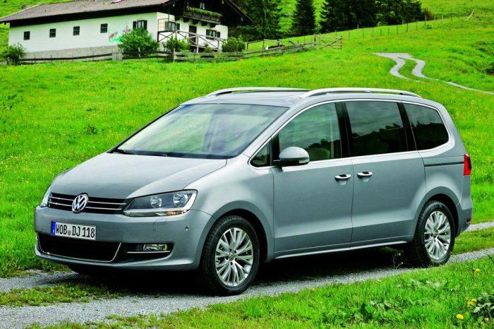 Volkswagen Sharan второго поколения - а с виду весьма солидное авто.