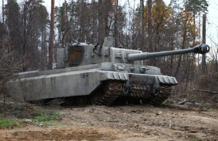 Белый танк «Тигр» в российском фильме 2012 года. | Фото: kino-teatr.ru.