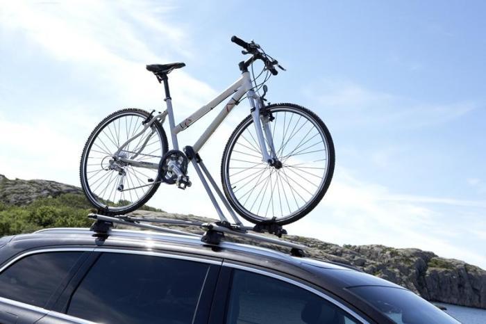 Перевозка велосипеда на крыше автомобиля. | Фото: 71zap.ru.