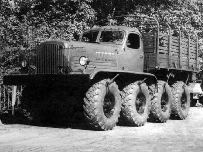 ЗИС-Э134 - Четырехосный грузовик.