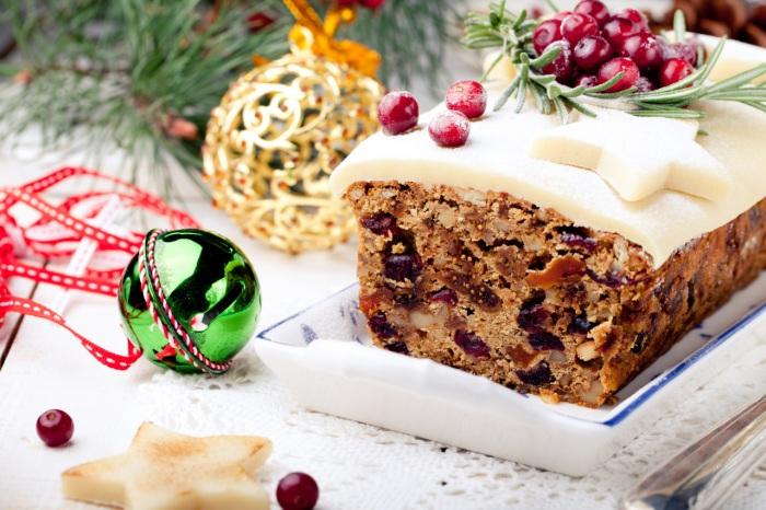 Рождественсекий пирог во многих странах обзателен на столе.