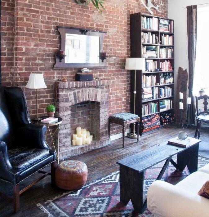 Фальшь-камин в интерьере гостиной становтся центральным элементом.