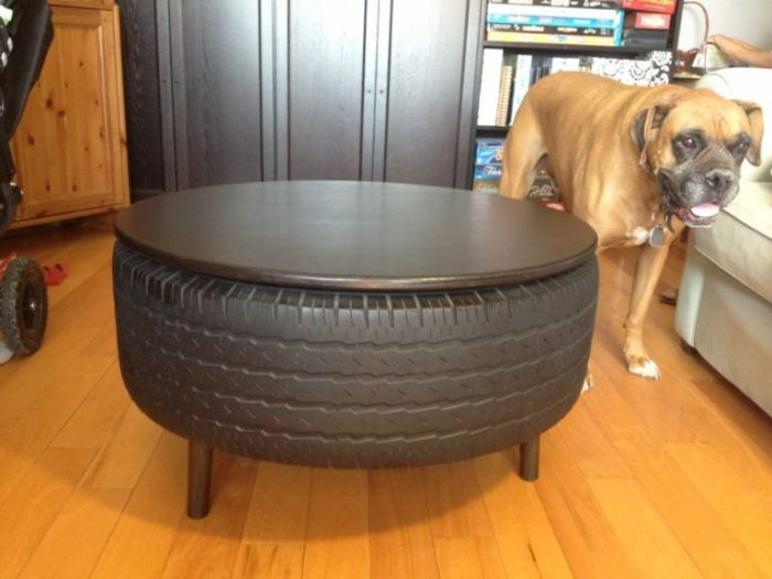 Надежный стол из шины.
