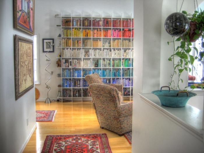 Яркие цвета - связующий элемент для всех комнат.