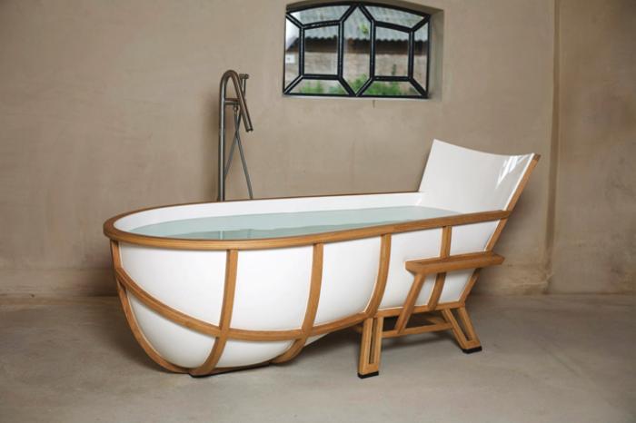 Ванна, стилизованная под рыбацкую лодку.