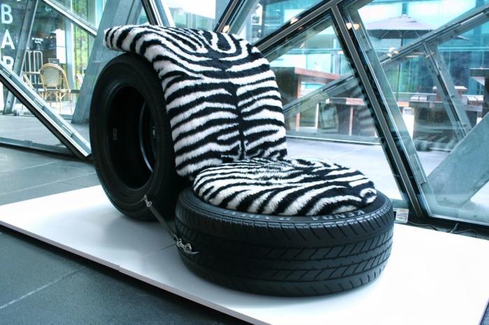 Красивое кресло из шин.