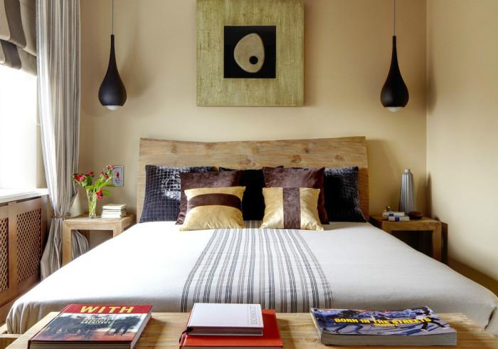 Подвесные светильники у кровати.