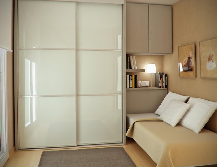 Мебель, стоящая вплотную, сэкономит площадь.