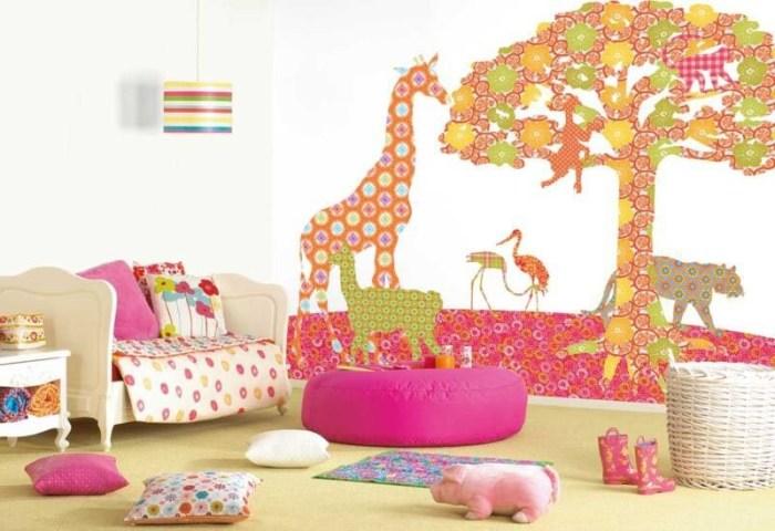 Декор из остатков обоев в детской комнате.