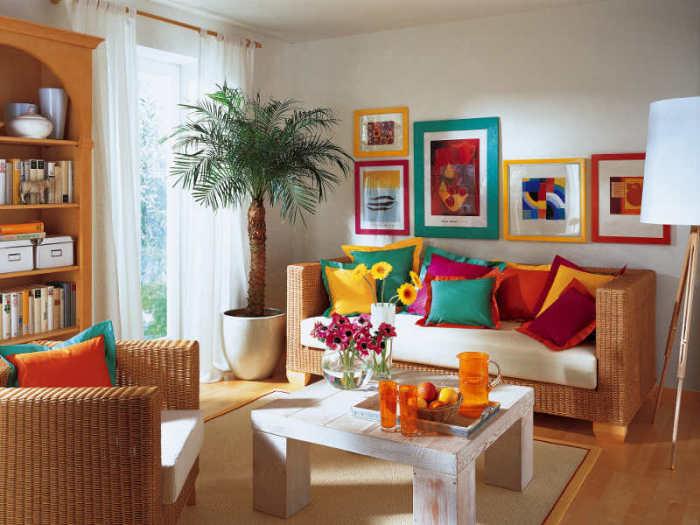 Подушки для декора помещения.