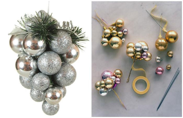 Новогодние шарики, собранные в букет, выглядят нарядно.