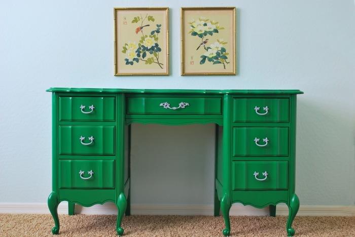 Обновление мебели путем окраски.