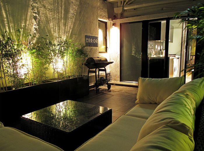 Темная комната тоже может быть уютной.