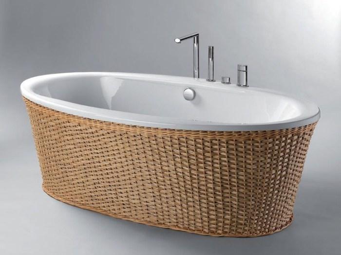 Ванна, декорированная лозой.