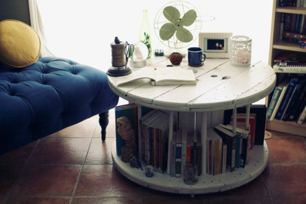 Функциональный журнальный стол.