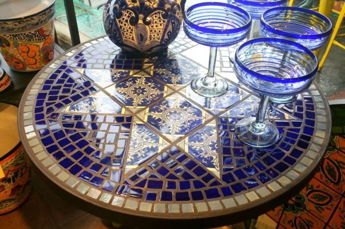 Декор мебели мозаикой и плиткой.
