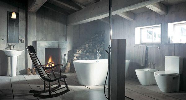 Ванна, стилизоанная под помещение в пригороде.