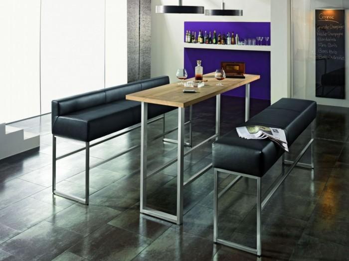 Барная стойка, заменяющая обеденный стол.
