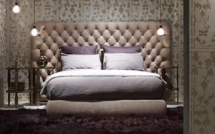 Бархатная кровать - мягкая и комфортная.